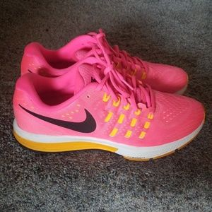 Nike Shoes - Nike Run Easy running shoes...size 10